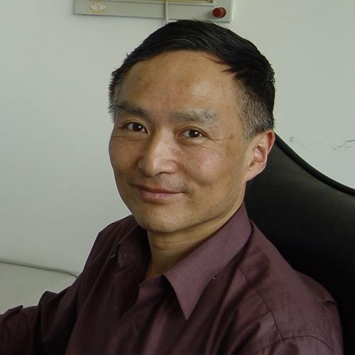 武汉大学物理科学与技术学院教授赵兴中照片