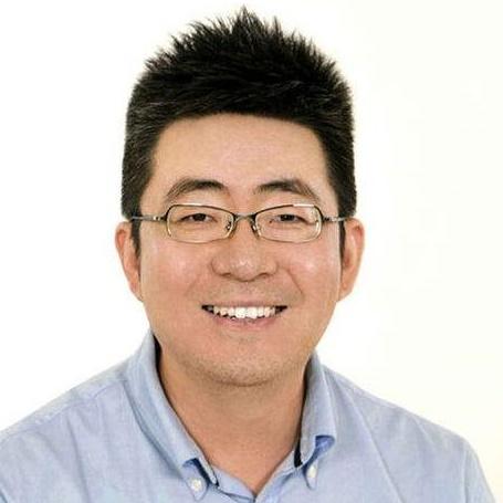 爱卡汽车创始人兼CEO张京秋照片