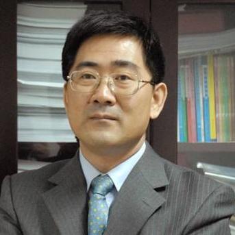 对外经济贸易大学商学院副院长范黎波照片