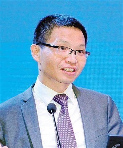 浙江大学区域协调发展研究中心副主任、中国西部发展研究院常务副院长董雪兵照片