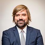 德国国家氢和燃料电池技术组织(NOW GmbH)交通基础设施部部长和氢能燃料电池项目研究员Thorsten HERBERT照片