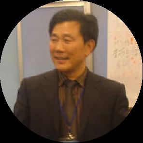 中国殡葬协会秘书长、北京社会管理职业学院生命文化学校名誉院长。 主持和参与《中国现代殡葬大全等专著、孙树仁照片