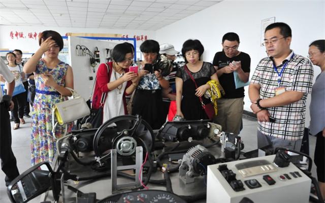 第二届中国本土化职业生涯教育峰会(2015)现场图片