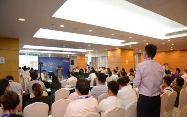 2015中国汽车流通行业年会有形市场论坛现场图片