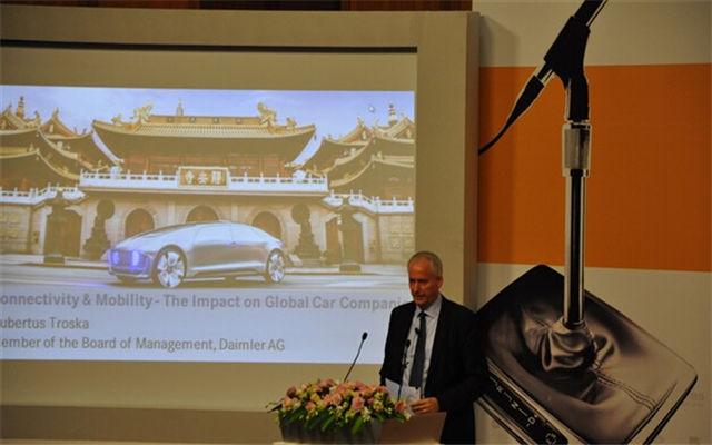 第十三届中国汽车产业高峰论坛现场图片