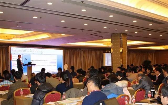 2015中国太阳能发电创新高峰论坛现场图片