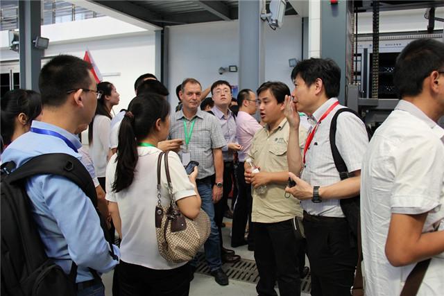 2015中国国际新能源汽车论坛现场图片